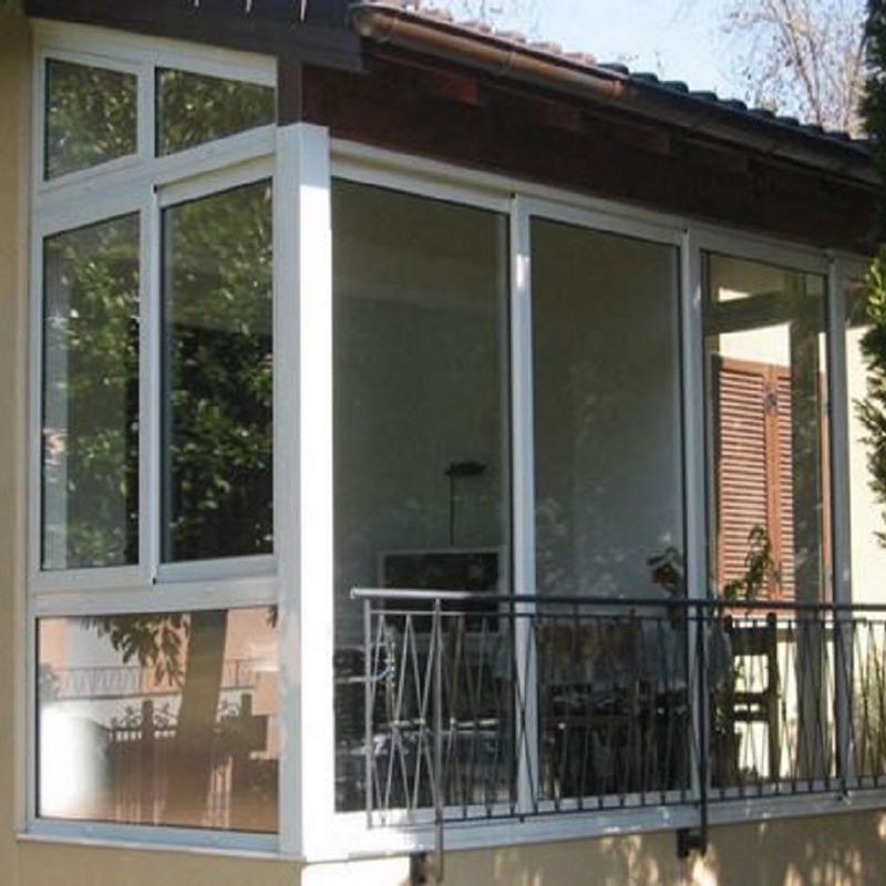 Verande scorrevoli per balconi alluminio o pvc sistemacase for Infissi esterni in alluminio prezzi